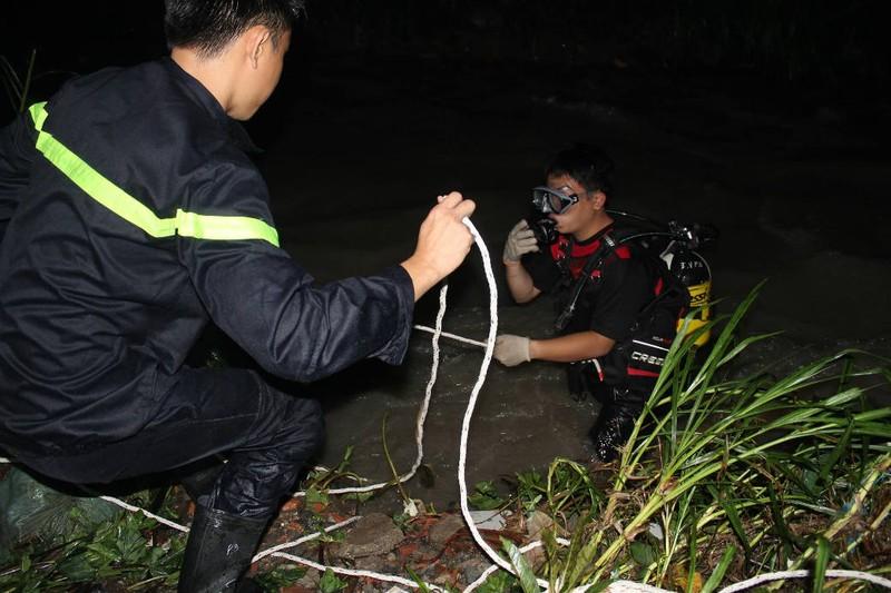 Bị nước cuốn mất tích trong đêm khi qua cầu Suối Máu - ảnh 1