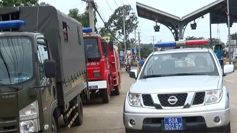 Cảnh sát được huy động đến trạm BOT tránh Biên Hòa - ảnh 1