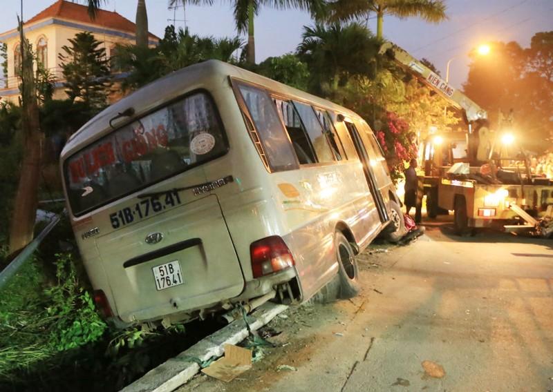 Vụ xe khách tông chết 2 cháu bé