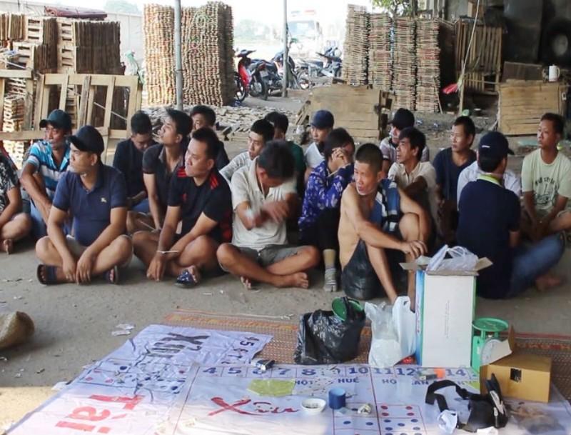 Triệt phá sòng bạc trong xưởng gỗ ở Đồng Nai - ảnh 1