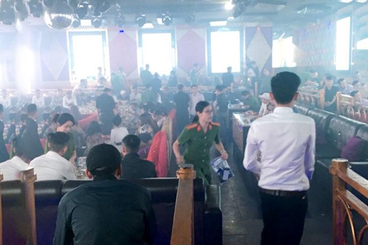 Đồng Nai: Xử nghiêm việc bảo kê quán bar, game trá hình - ảnh 2