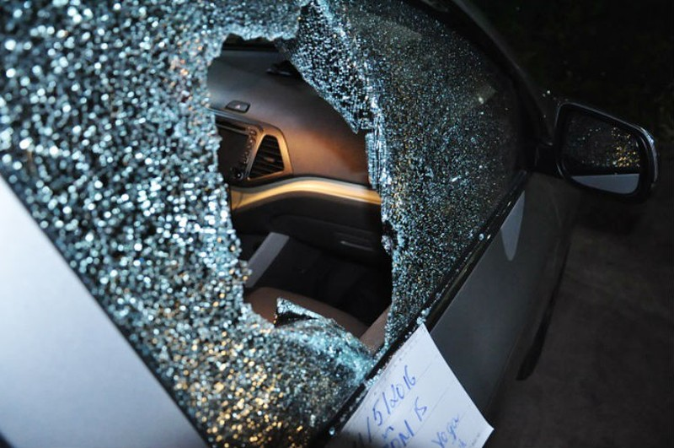 Công an Bình Dương cảnh báo nạn đập kính ô tô để trộm - ảnh 1