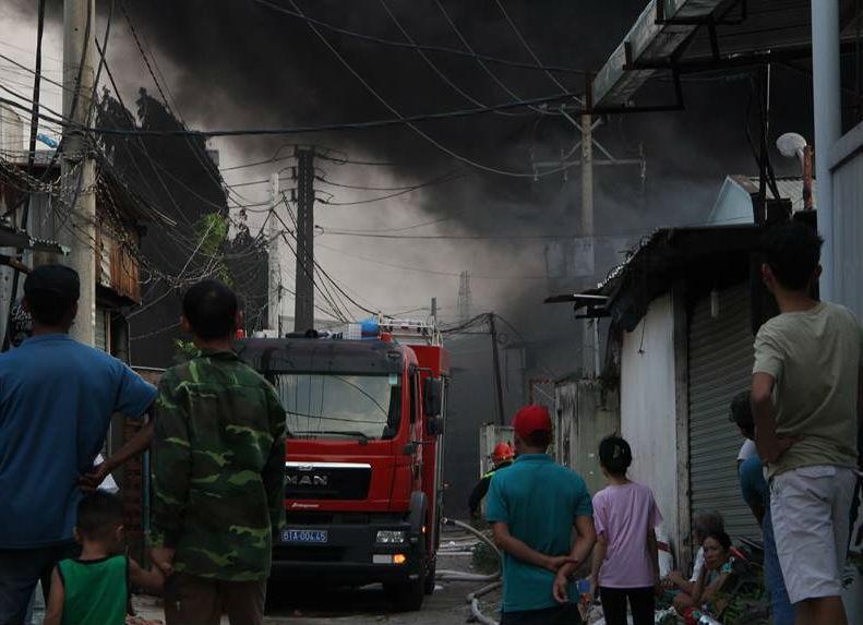 Công ty hóa chất cháy nổ lớn khiến cả khu vực hoảng loạn - ảnh 1
