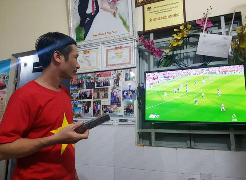 Cha tiền vệ Phan Văn Đức nói gì về con trai trước trận đấu? - ảnh 1