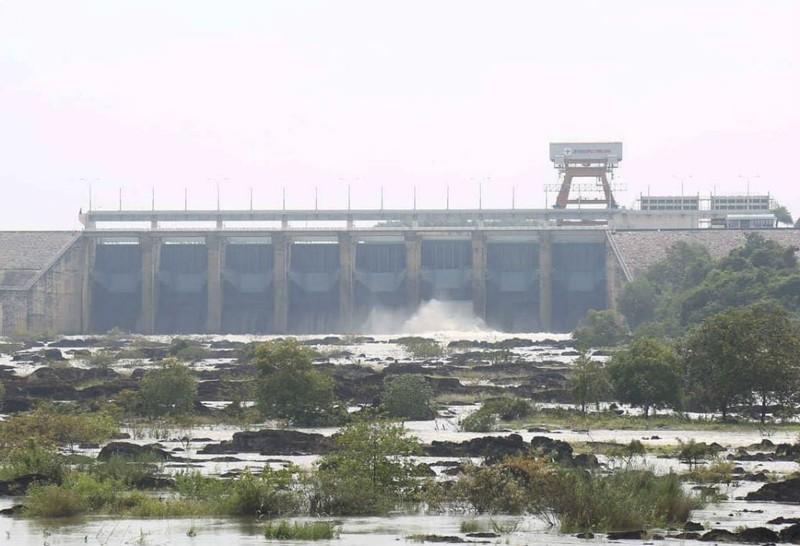 Hồ thủy điện Trị An bắt đầu xả lũ - ảnh 1