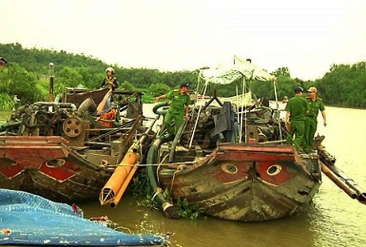Đồng Nai: Cát tặc đánh chìm 7 tàu để đối phó cảnh sát - ảnh 1