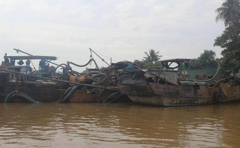 3 ghe cát trên sông Đồng Nai tháo chạy khi thấy cảnh sát - ảnh 1