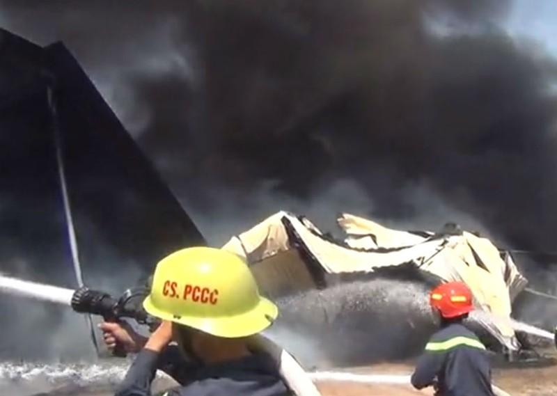 Cháy dữ dội xưởng sản xuất đệm mút ở Bình Dương - ảnh 2