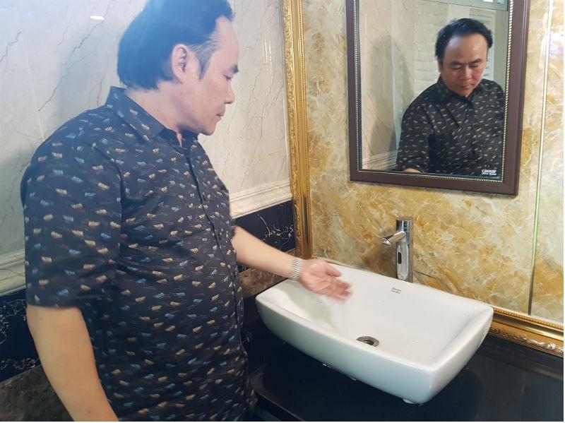 'Cha đẻ' Hiệp hội Nhà vệ sinh Việt Nam nói gì với tên 'lạ' - ảnh 1