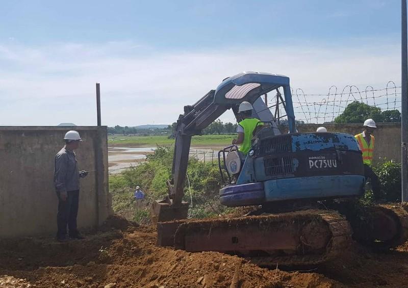 Khai quật ống thải ngầm của Công ty AB Mauri Việt Nam - ảnh 1