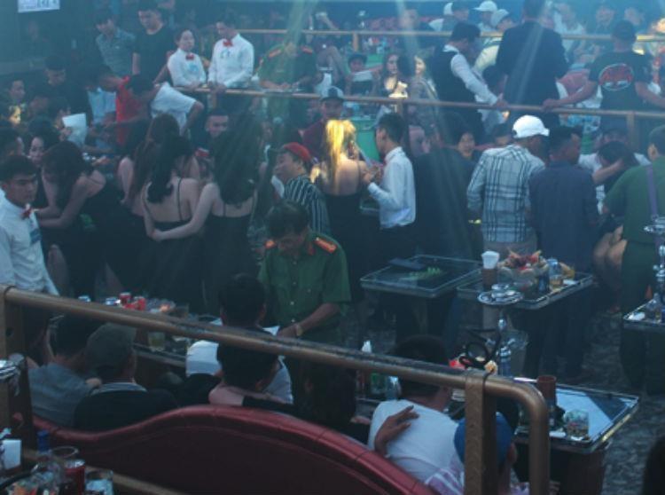 Gần 200 nam nữ 'cắn' ma túy trong quán bar ở Đồng Nai - ảnh 1