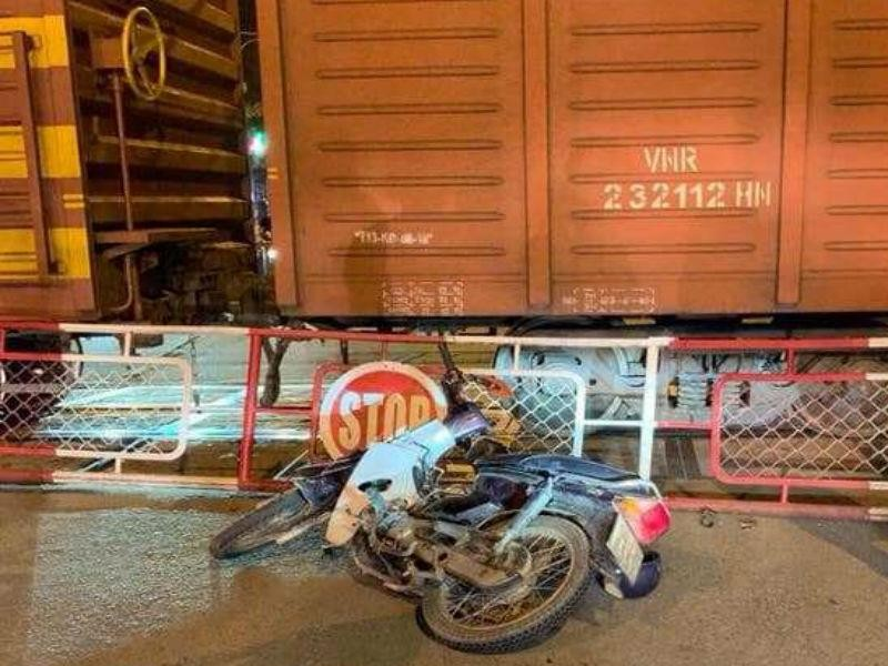 Tử vong khi tông vào gác chắn tàu hỏa ở Biên Hòa - ảnh 1