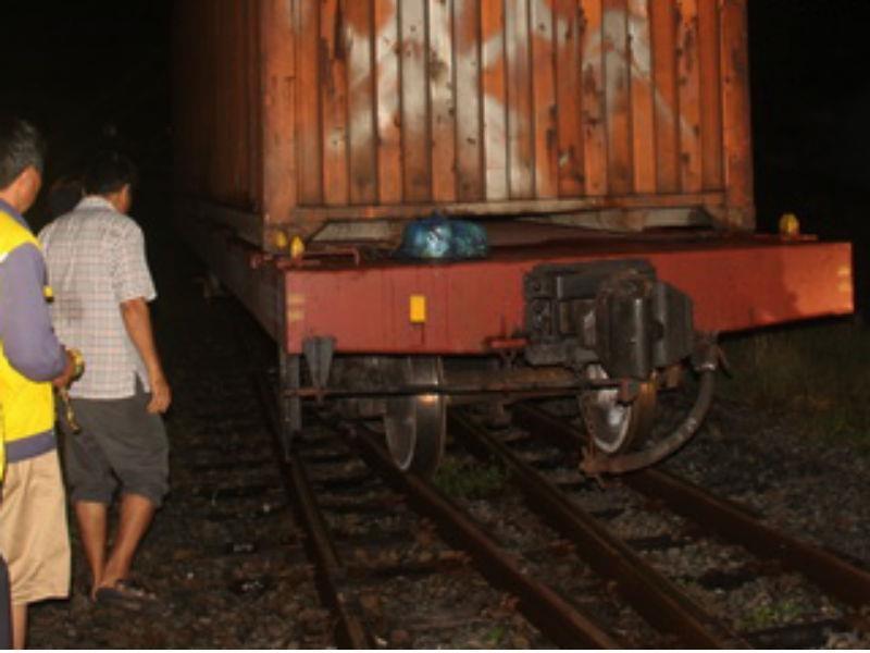 Trắng đêm giải cứu tàu hỏa trật bánh ở Biên Hòa - ảnh 1