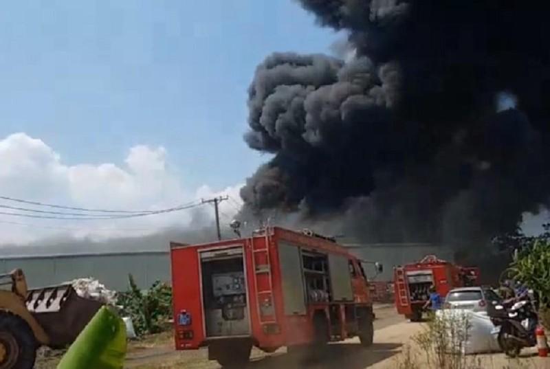 Đồng Nai: Cháy khủng khiếp công ty tái chế nhựa - ảnh 1
