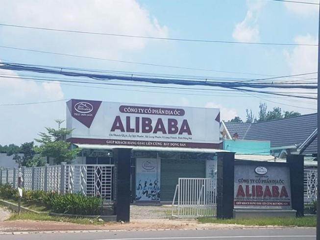 Công ty Alibaba tự tháo dỡ văn phòng 'mọc' trái phép  - ảnh 1