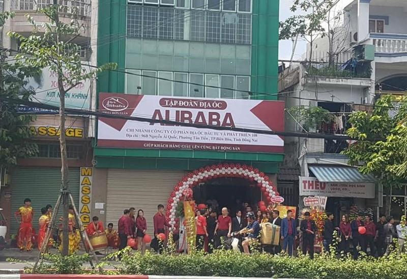Xử lý biển hiệu 'Tập đoàn Địa ốc Alibaba' ở TP Biên Hòa - ảnh 1