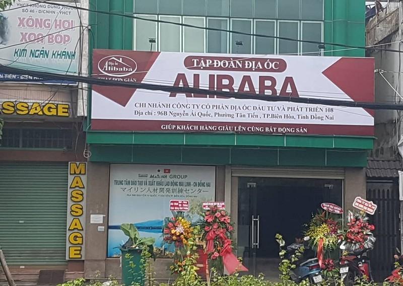 Xử phạt 15 triệu đồng vì treo biển 'Tập đoàn Địa ốc Alibaba'  - ảnh 1