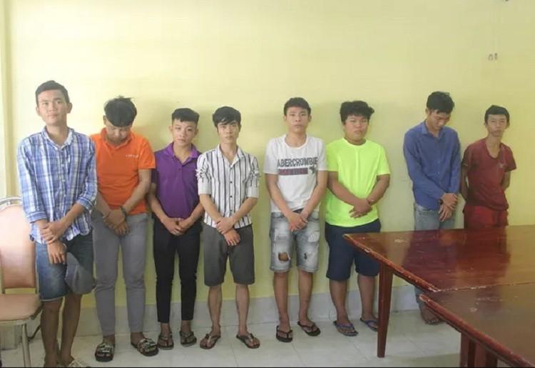 Bắt 8 người trong nhóm dùng hung khí vây công an, dân phòng - ảnh 1