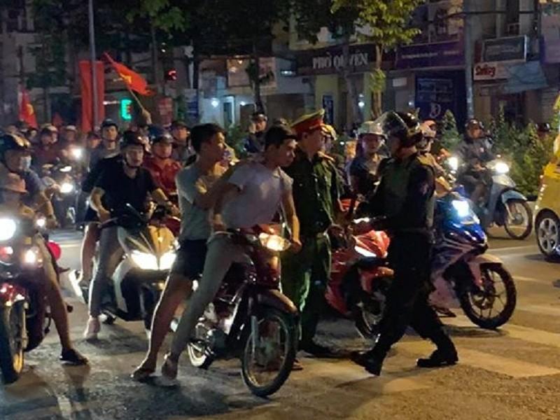 Giữ hơn 200 xe máy sau trận Việt Nam thắng Campuchia - ảnh 2