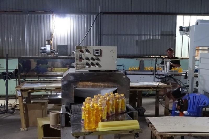 Lãnh đạo Công an Đồng Nai trực tiếp bắt xưởng nước ngọt dỏm - ảnh 2