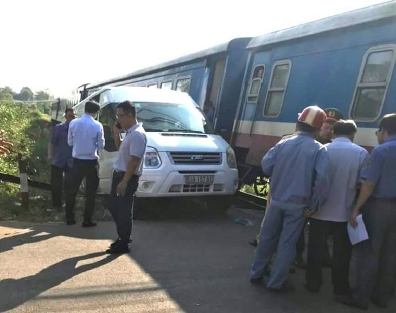 Xe khách bị tàu hỏa tông, nhiều người bị thương - ảnh 1