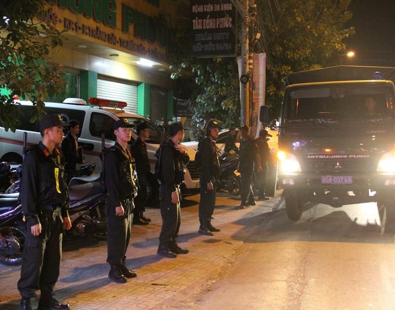 Đồng Nai: Hàng trăm cảnh sát vây bệnh viện bắt giữ 14 người  - ảnh 2