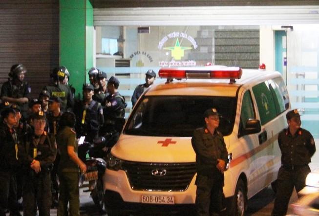 Bắt giam tiếp 4 người vụ nhóm Toàn 'đen' xông vô bệnh viện  - ảnh 1