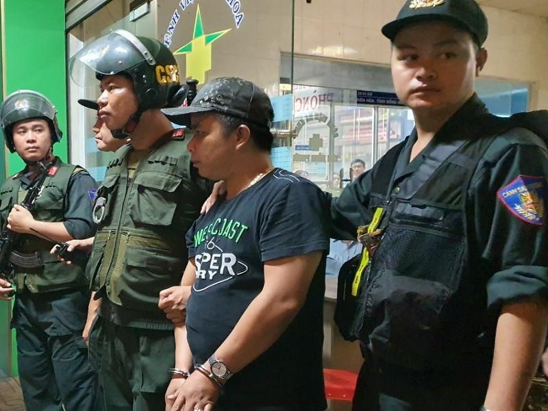 Bắt giam tiếp 4 người vụ nhóm Toàn 'đen' xông vô bệnh viện  - ảnh 2