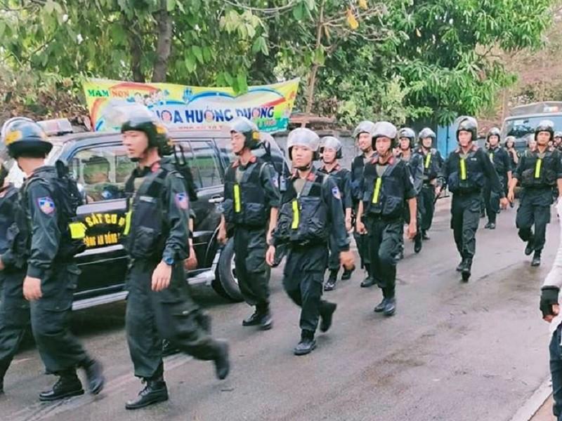 Đồng Nai: Chém người rồi cố thủ trong nhà, hăm dọa nổ bình gas - ảnh 1