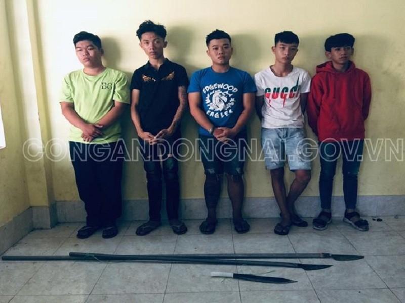 Nhóm thanh niên mang hung khí để 'huyết chiến' ở Đồng Nai - ảnh 1