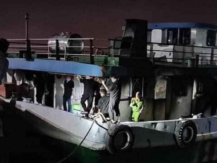 Tàu chở xăng phát nổ trên sông Đồng Nai, 3 người tử vong - ảnh 2
