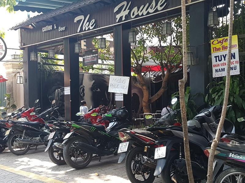 Đồng Nai: Quán cà phê vẫn đông người dù có lệnh tạm dừng - ảnh 1
