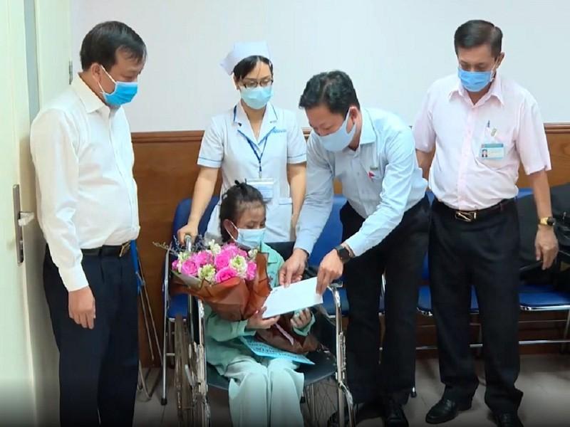 Cô gái bị chủ quán cà phê ở Biên Hòa đánh dã man đã xuất viện - ảnh 1