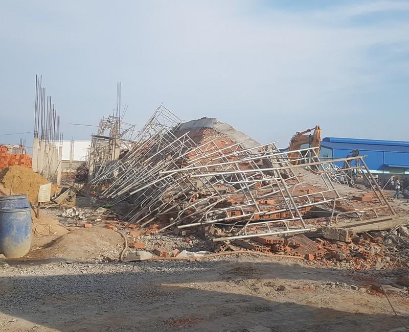 Hình ảnh vụ sập tường 10 người tử vong ở Đồng Nai - ảnh 1