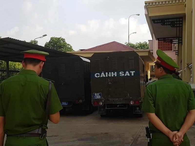 Bắt đầu xét xử nhóm Giang '36' vây xe cảnh sát ở Đồng Nai - ảnh 1