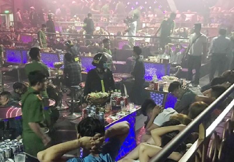 Đồng Nai: Hàng trăm cảnh sát bao vây quán bar trong đêm - ảnh 1