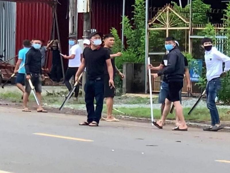 Đồng Nai: Băng nhóm bịt mặt dàn trận chém nhau trên đường - ảnh 1