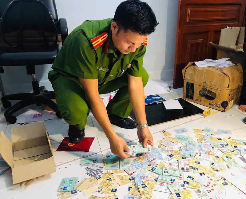 Quy mô đường dây làm giấy giả ở Đồng Nai là 'chưa từng có' - ảnh 1