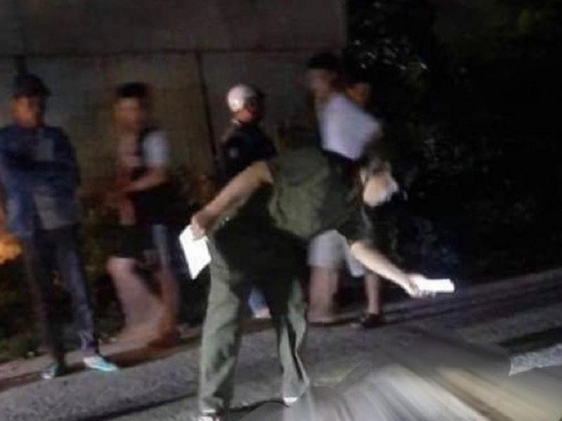 1 người đàn ông bị bạn nhậu đâm chết trên đường - ảnh 1