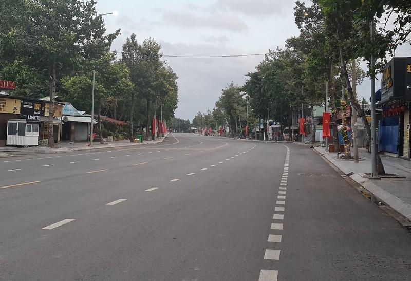 Hình ảnh đường phố vắng lặng của TP Biên Hòa sau 18 giờ - ảnh 4