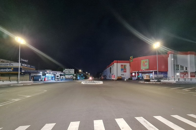 Hình ảnh đường phố vắng lặng của TP Biên Hòa sau 18 giờ - ảnh 7