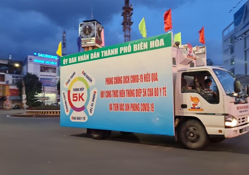 Hình ảnh đường phố vắng lặng của TP Biên Hòa sau 18 giờ - ảnh 2