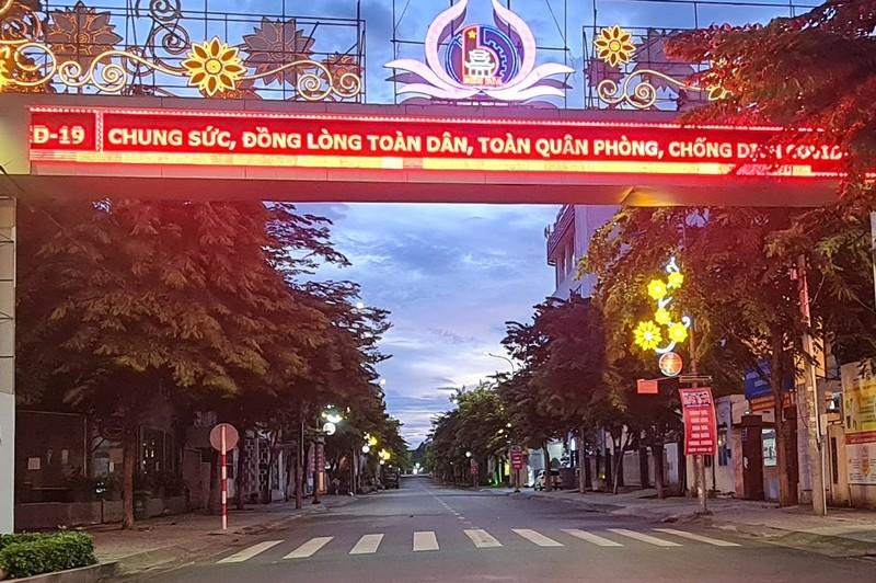 Hình ảnh đường phố vắng lặng của TP Biên Hòa sau 18 giờ - ảnh 8