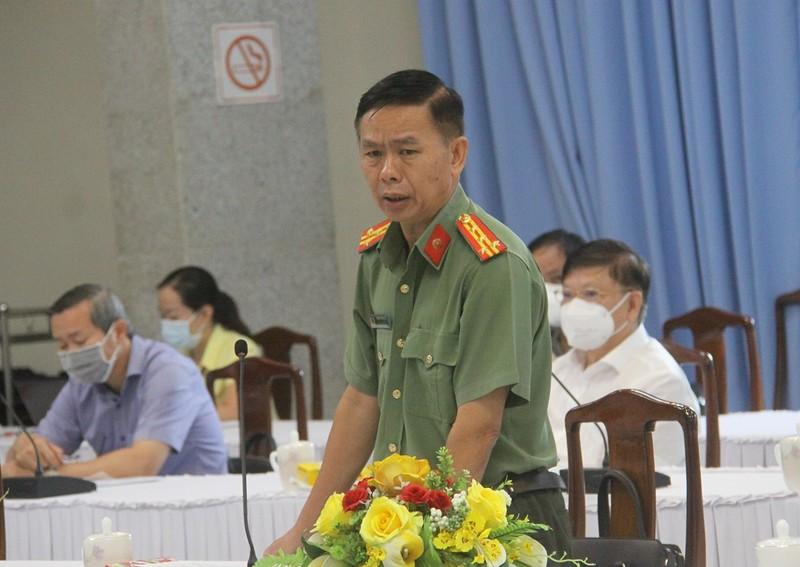 Người dân trong vùng dịch ở Đồng Nai tụ tập đòi về quê - ảnh 1