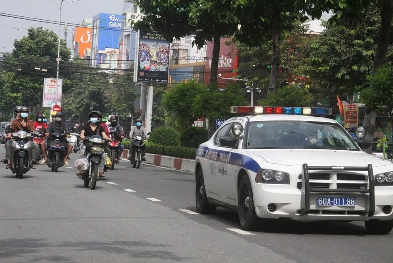 CSGT tỉnh Đồng Nai dẫn đường đưa hàng vạn người dân về quê - ảnh 1