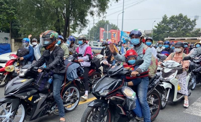 CSGT tỉnh Đồng Nai dẫn đường đưa hàng vạn người dân về quê - ảnh 3