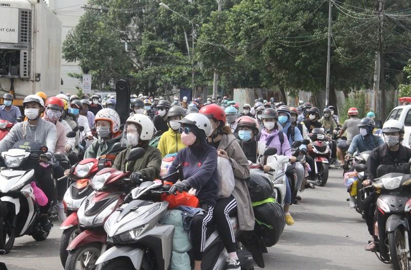 Đồng Nai đón hơn 2.300 người bị 'kẹt' ở TP.HCM, Bình Dương trở về  - ảnh 2