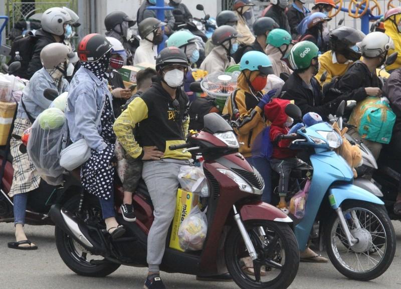 Đồng Nai đón hơn 2.300 người bị 'kẹt' ở TP.HCM, Bình Dương trở về  - ảnh 5