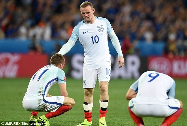 Southgate gửi 'thông điệp cứng' muốn Rooney đá tiền vệ - ảnh 1