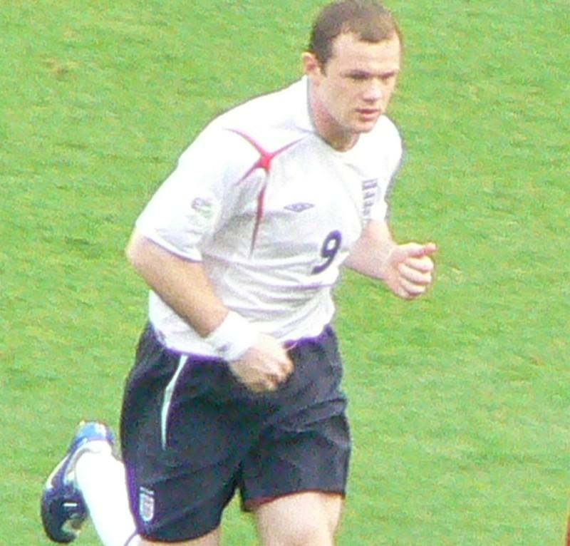 Rooney mệt mỏi chuyện đá tiền đạo hay tiền vệ - ảnh 3